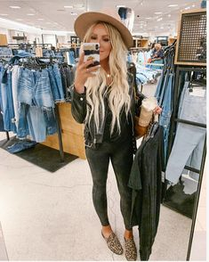 Shop Your Screenshots™ with LIKEtoKNOW.it, a shopping discovery app that allows you to instantly shop your favorite influencer pics across social media and the mobile web. New Outfits, Casual Outfits, Cute Outfits, Fashion Outfits, Fall Winter Outfits, Autumn Winter Fashion, Fall Fashion, Petite Fashion, Boho Fashion