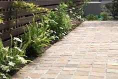 タイルアプローチ / ナチュラルガーデン / ガーデンデザイン / 外構 Garden Design / Tiled Approach