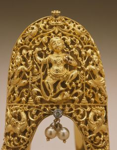 Detail of a gold armlet with dancing Krishna, Tamil Nadu