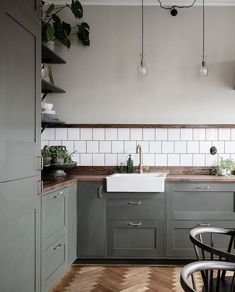 Kitchen renovation - Kitchen in olive and dark wood – Kitchen renovation Interior Design Minimalist, Interior Design Kitchen, Kitchen Wall Design, Danish Interior Design, Simple Kitchen Design, Interior Livingroom, Diy Interior, Kitchen Layout, Bathroom Interior
