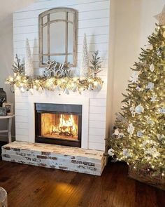 99 Inspiring Rustic Christmas Fireplace Ideas to Makes Your Home Warmer – Farmhouse Fireplace Mantels Farmhouse Fireplace Mantels, Fireplace Redo, Small Fireplace, Living Room With Fireplace, Farmhouse Decor, Fireplace Modern, Farmhouse Style, Shiplap Fireplace, Decorating Fireplace Mantels
