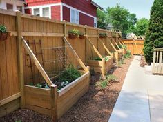 Backyard privacy fence landscaping ideas on a budget (39) #LandscapingIdeas