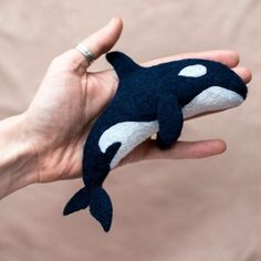 Felt Toys By Russian Artist Tyorka My name is Tyorka. I live in a small town called Komsomolsk-on-Amur, which is in the east of Russia. I love needle felting. Applique Fabric, Felt Fabric, Mobiles, Whale Crafts, Felt Fish, Travel Crafts, Hours In A Day, Diy Bebe, Felt Baby