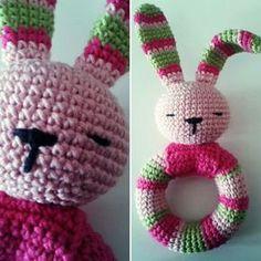 Gateando Crochet: Patrón sonajero conejito amigurumi