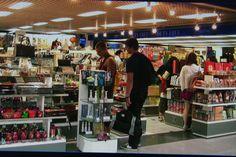 Vietnam : Ho Chi Minh City, Souvenirs, Tan Son Nhat Airport Internationa...