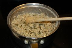 Spinach oatmeal (canned spinach, regular oatmeal) **Add other veggies and serve up! My guys would love this! Parrot Food Recipe, Diy Bird Toys, African Grey Parrot, Parrot Toys, Conure, Budgies, Parrots, Fruit Smoothies, Healthy Treats