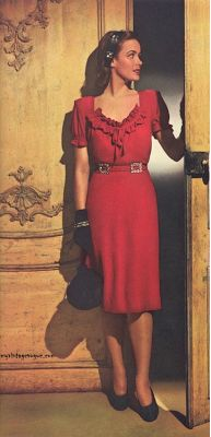 Such a pretty red dress! #40s #fashion