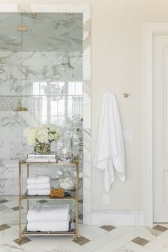 Farmhouse master bathroom decorating, bathroom inspiration, and master bathroom suggestions. A round up of dream bathroom designs, rustic master bathroom some ideas and tips for styling your powder rooms. Home Design, Floor Design, Bath Design, Design Ideas, Interior Design Photos, Bathroom Interior Design, Modern Interior, Kitchen Interior, Interior Ideas