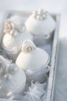 snowy white cupcakes