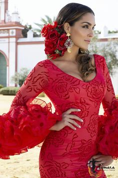 Keep your feet on the ground, but let your soar as high as it will. Refuse to be average or to surrender to the chill of your environment. Flamenco Party, Flamenco Costume, Tango, Spanish Dancer, Spanish Dress Flamenco, Flamenco Dresses, Spanish Costume, Elfen Fantasy, Mode Lookbook