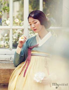 <한복나라> 실크와 모시로 교직한 연노랑 춘포 치마와 짙은 풀색이 자연을 닮은 모시 저고리.