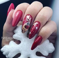 Festive nail art ideas for Christmas to Beautify the Moment - Uñas - Cat Nails, New Year's Nails, Holiday Nails, Christmas Nails, Faux Ongles Gel, Nail Art Noel, Luxury Nails, Christmas Nail Designs, Flower Nails