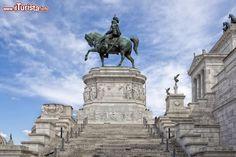 Il monumento equestre a Vittorio Emanuele II ...