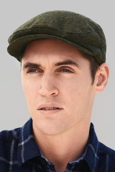Winter weather calls for one thing - HATS! Be the uber stylish modern man in this Green Textured Flat Cap!