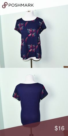 GAP Blue Bird Print Flowy Blouse In excellent condition! Very lightweight , beautiful, and flowy! Buy 3 items and get 1 free plus 15% off your purchase total! GAP Tops Blouses