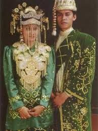 """11. Jakarta Traditional Clothing In DKI Jakarta Province.   Jakarta traditional indigenous clothing commonly referred to as Traditional Clothes """"Betawi"""" influenced from various shades of people in Jakarta are very diverse cultural influences including Arabic, Chinese, Malay and Western culture."""