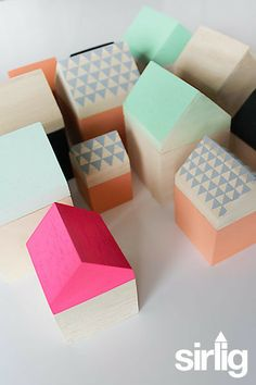 Pretty little houses made out of wood :) Contemporary Toys, Minis, Baby Sewing Projects, Kid Projects, Paper Artwork, Little Houses, Tiny Houses, Wood Toys, Kids House