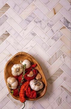 "1X3"" Calacatta Honed Herringbone Mosaic Tile for a Classic Kitchen"