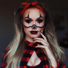 makeup aesthetic clown makeup and outfit Halloween Makeup Halloween Clown, Cute Halloween Makeup, Pretty Halloween, Halloween Outfits, Halloween Party, Creepy Clown, Halloween Costumes, Gangster Clown, Helsinki