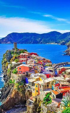 Belforte: el cilindro vigilante de Vernazza, en Cinque Terre, Italia. | Matemolivares