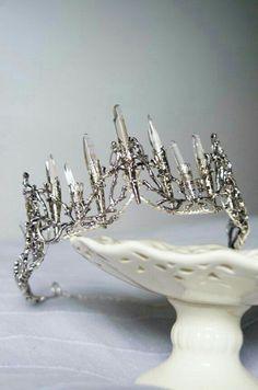 Crystal crown Raw quartz points silver tone tiara crown vintage look real crystals wedding tiara / special occasion hairpiece. Тиара с кристаллами горного хрусталя Crystal Crown, Crystal Dress, Circlet, Look Vintage, Tiaras And Crowns, Crystal Wedding, Crown Jewels, Hair Pieces, Krystal
