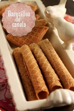 barquillos-de-canela No Cook Desserts, Cookie Desserts, Cupcake Cookies, Cookie Recipes, Dessert Recipes, Cupcakes, Mexican Food Recipes, Sweet Recipes, Biscuits