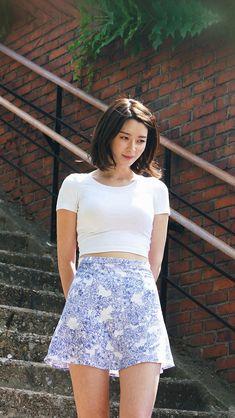 Kpop Girl Kwon Nara Hellovenus Jean Walking #iPhone #5s #wallpaper