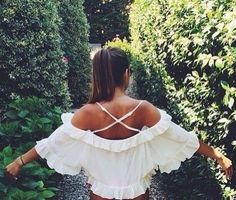 This combo of cross back plus off the shoulder is so interesting, I might be able to pull it off