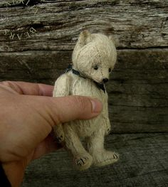 Esther Pepper somehow manages to capture that sad look so typical of early teddy bears: Bow Spirit, Miniature Mohair Artist Teddy Bear from Aerlinn Bears Vintage Teddy Bears, Cute Teddy Bears, Teddy Toys, Love Bear, Bear Doll, Bear Art, Crochet Bear, Old Toys, Happy Things