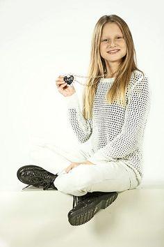 Ula Ložar bo prva slovenska predstavnica na otroški Evroviziji