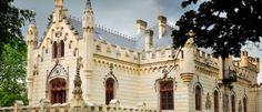 "Castelul Sturdza de la Miclauseni  Construit in stil neogotic, Castelul sau Palatul Sturdza a fost ridicat in perioada 1880-1904 de Gheorghe Sturdza si sotia acestuia, Maria in satul Miclauseni. Foarte usor putem numi aceasta constructie ""Castel pentru Maria"" deoarece acesta a fost ridicat in cinstea Doamnei Sturdza, doamna mai tanara cu 11 ani decat Cheorghe Sturdza si care nu se putea adapta zonei in care s-a mutat dupa casatorie."