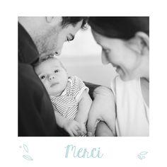 La carte de remerciement Mon petit ours photo assortie à la carte de naissance du même nom présente des motifs fleuris et printaniers qui encadrent avec douceur la photo de votre enfant. #thankyou #card #nature #pics #polaroids #birth