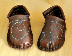 """First Walker"" shoes for children (in. pattern PDF) - thin soles from rubber floor mats or doubled leather; uppers from leather scraps, felt, etc"