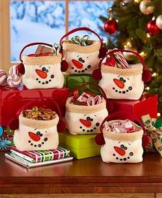 Fill up Snowman Treat Bags with holiday party favors or little Christmas gifts. More fun and more personal than wrapping paper, each bag features a smiling snowman face with button accents and f Christmas Gift Themes, Christmas Treats For Gifts, Christmas Treat Bags, Last Minute Christmas Gifts, Christmas Gift Bags, Christmas Snowman, Christmas Crafts, Christmas Decorations, Christmas Ornaments