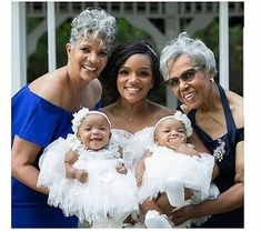 Four generations of one beautiful family: a set of twin girls with their mother, grandmother, and great-grandmother. ❤️ Photo via: Chyna Mora Beautiful Family, Beautiful Black Women, Short Grey Hair, Gray Hair, Blonde Hair, Afro, Natural Hair Styles, Short Hair Styles, Ageless Beauty