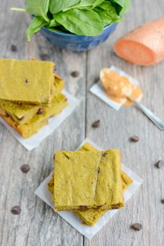 These gluten-free Green Smoothie Snack Bars are healthy, easy