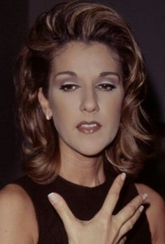 She has such beautiful hands; delicate and thin. Celine Dion, The Voice, Pop Musicians, Martina Mcbride, Beautiful Person, Beautiful Hands, Pretty Makeup Looks, Idole, Mariah Carey
