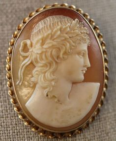 CAMEO SHELL & 14K YELLOW GOLD OF ROMAN LADY WITH LAURELS IN HAIR