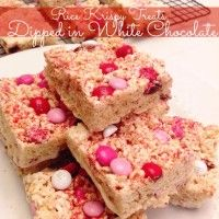 White chocolate dipped rice krispy treats for Valentine's Day!