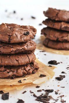 Herzfutter | Food-Blog : Supersofte Schoko-Brownie-Cookies – Knuspergeburtstagsgruß fürs Knusperstübchen