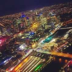 Instagram【misskeeeii】さんの写真をピンしています。 《Can't get over this view 😝✨ #Melbourne #Australia #downtown #eurekatower #skydeck #millionlights #breathtaking #nightview #skyline #citylights #travel #worktrip #layover #crewlife #飽きない景色 #夜景 #オーストラリア #メルボルン #絶景 #キャビンアテンダント #レイオーバー #展望台 #エウレカタワー》