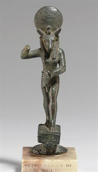 AN EGYPTIAN BRONZE MNEVIS                                                                                                                                                                       LATE PERIOD TO PTOLEMAIC PERIOD, 664-30 B.C.