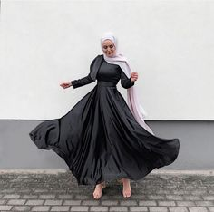 Hijab Evening Dress, Hijab Dress Party, Eid Outfits, Muslim Fashion, Abaya Fashion, Ootd Fashion, Beautiful Casual Dresses, Prom Dresses With Sleeves, Mode Inspiration