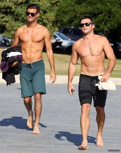 Scott Eastwood (R) and a very buff friend! Scott Eastwood Girlfriend, Clint And Scott Eastwood, Mode Masculine, Surfer Guys, Barefoot Men, Men Photography, Hommes Sexy, Raining Men, Athletic Men