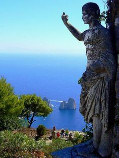 I can't believe I am finally here, on my Isle of Capri, Italy...............So perfect.