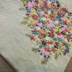 #Embroidery#stitch#needlework  #프랑스자수#일산프랑스자수#자수 #무언가를 골똘히 생각하며~ 꽃하나..꽃 둘.. 꽃 셋~ ~