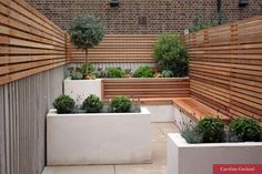 This is a very small, narrow garden designed by Caroline Garland, London Garden Designer. The owners wanted a light, contemporary & low maintenance garden. Terrasse Design, Balkon Design, Patio Design, Front Yard Garden Design, Fence Design, Garden Ideas Split Level, Small Narrow Garden Ideas, Small City Garden, Small Patio