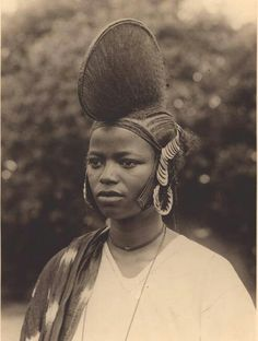 25 Vintage Portraits of African Women With Their Amazing Traditional Hairstyles African Tribes, African Women, Tribal African, Curly Hair Styles, Natural Hair Styles, Skin Girl, Traditional Hairstyle, Photo Vintage, African Culture