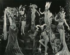 Items similar to Edwardian Fantasy Vintage Feather Garland, Headband Burlesque Costume Headpiece on Etsy Harlem Renaissance, Vintage Beauty, Vintage Fashion, Burlesque Vintage, Burlesque Movie, Pin Up, Ziegfeld Follies, Ziegfeld Girls, Fru Fru