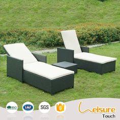 Minimalist hotel furniture rattan/wicker sunbed folding beach chair swimming pool furniture sun lounger